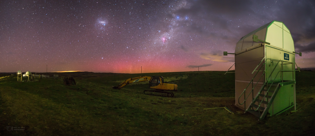 Aurora Australis and the dome with BOOTES telescope