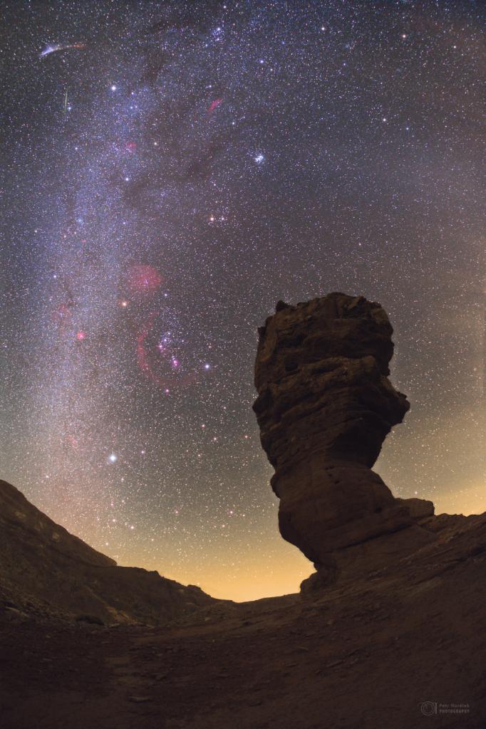 Winter sky, comet Halley's dust and meteor smoke above Roque Cinchado