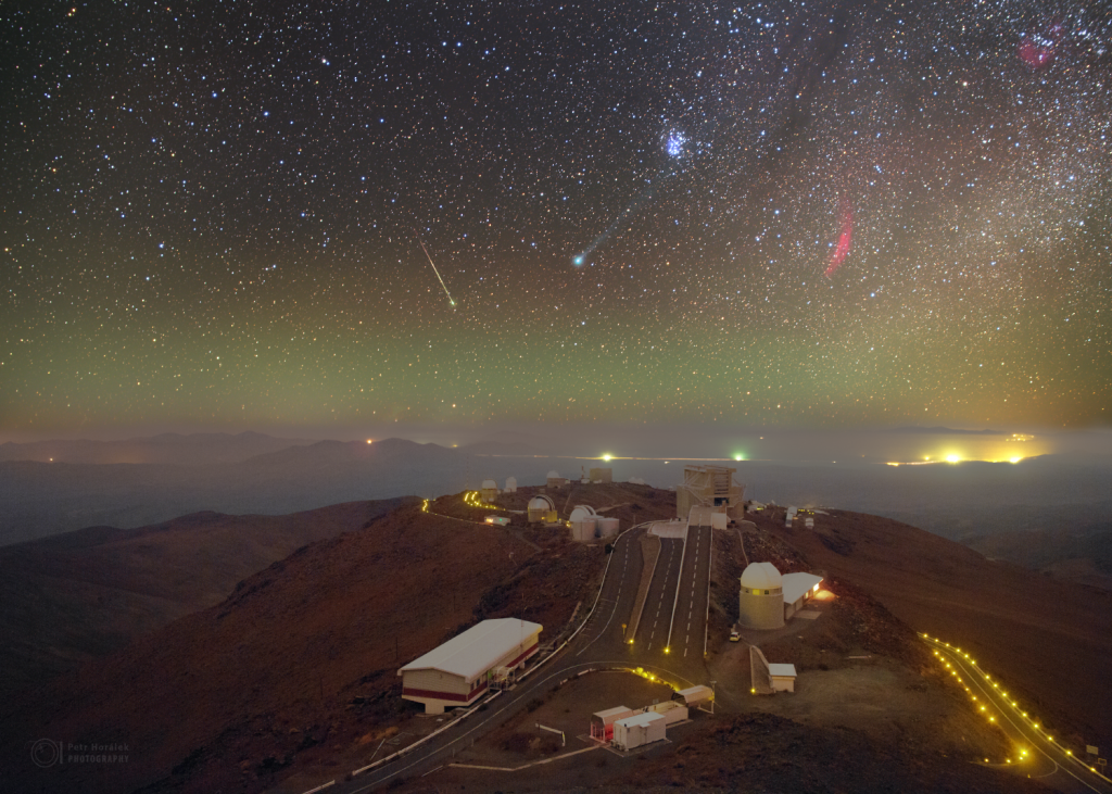 La Silla view to the comet Lovejoy