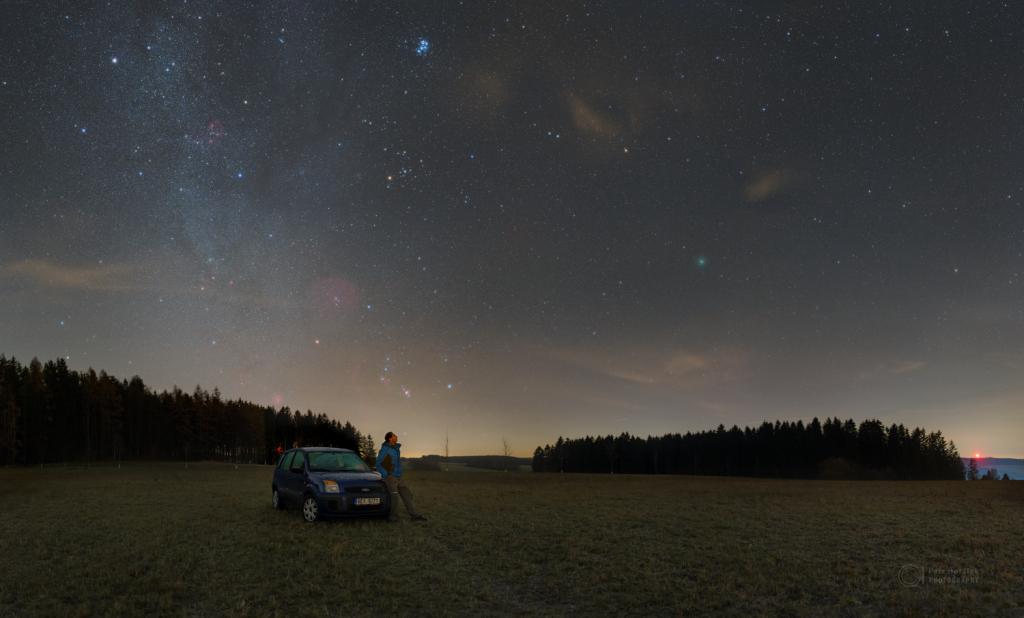Watching the comet Wirtanen (wider)