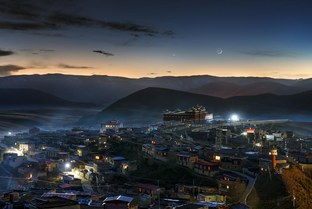 Moon, Venus and Mercury over over Minya monastery at Ganzi