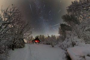 Padající hvězdy nad zimní pohádkou