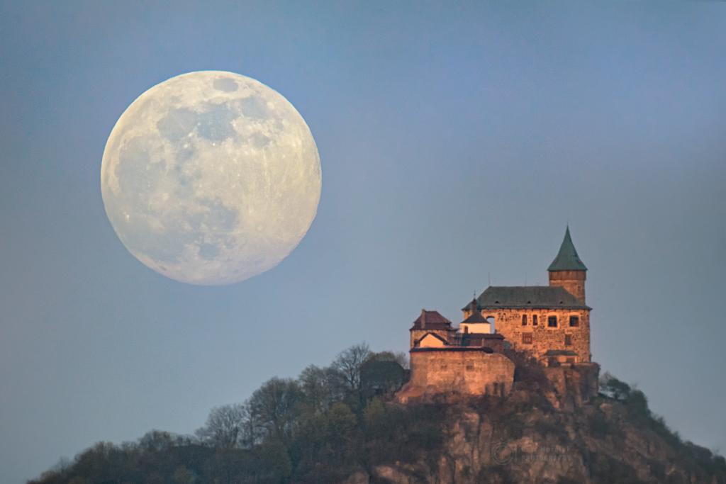 Kunetic Full Moon